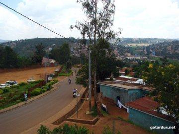 Stolica Rwandy, Kigali. Ulica na przedmieściach