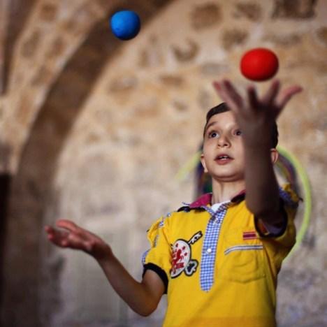 Sirkhane - mały żonglerz