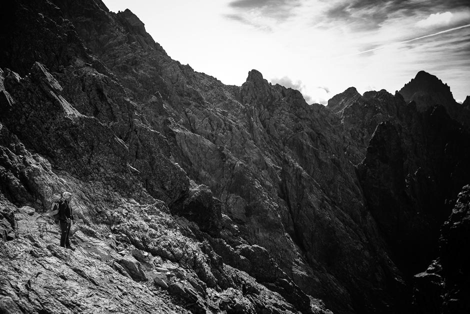 Tajemniczy krajobraz gór na francuskiej Korsyce