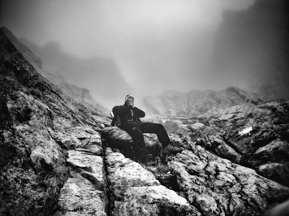 Odpoczynek na górskim szlaku