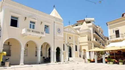 Sjesta w Grecji. Miasta pustoszeją