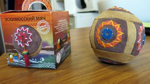 Pamiątka z Czukotki - eskimoska piłka