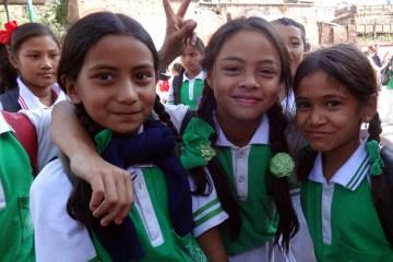 Uczennice z Nepalu - foto