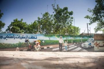 Policja w Iranie - mural