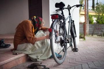 Naprawa roweru w Iranie
