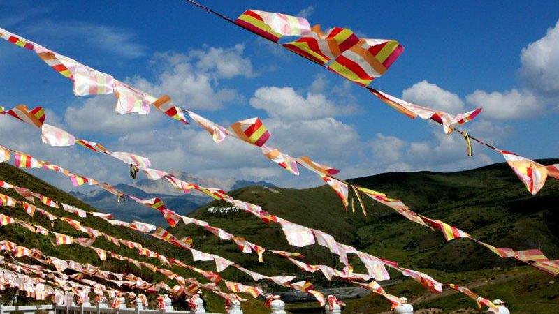 Buddyjskie flagi modlitewne