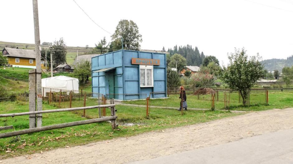 Sklep na ukraińskiej wsi w Karpatach