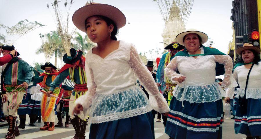 Uliczna parada w Limie - stolicy Peru - zdjęcia