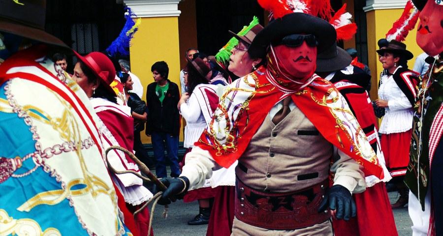 Kolorowa parada na ulicach Limy - foto