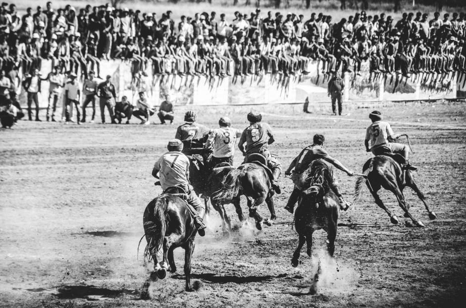 Azja Centralna, zawody w buzkaszi, sport na koniach