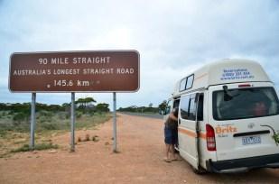 Zachodnia Australia, najdłuższa prosta droga przez outback