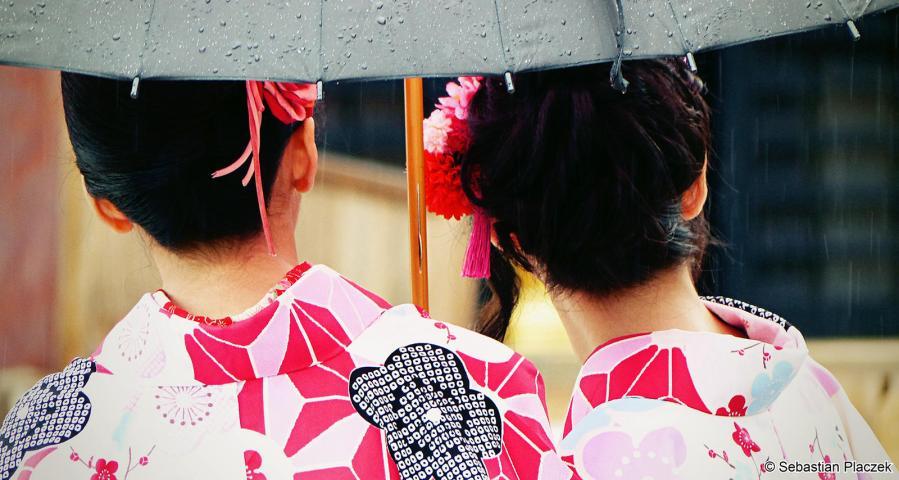 Dziewczyny w kolorowych kimonach, zdjęcia z Kioto