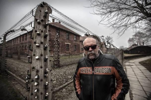 Sam Childers w Polsce. Wizyta w Auschwitz