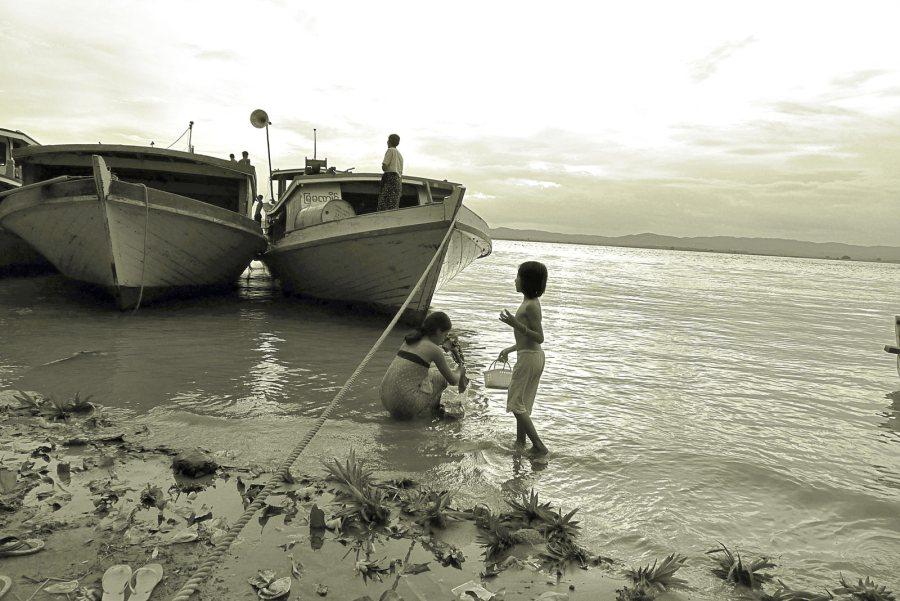 Birma, nad rzeką Irauadi w Mandalaj