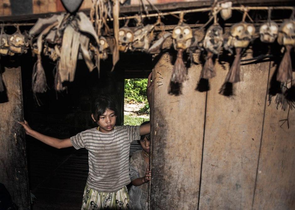 Indonezja, mysliwskie trofea Mentawajów z wyspy Siberut