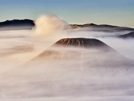 Indonezja, podróżowanie, wschód słońca nad wulkanem Bromo