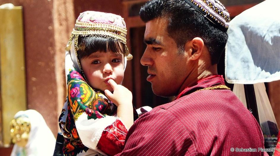 Iran, Abyaneh - mieszkańcy w tradycyjnych strojach. Zdjęcia z podróży do Iranu