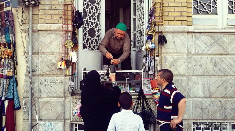 Iran, handel uliczny w Kom - zdjęcia z podróży