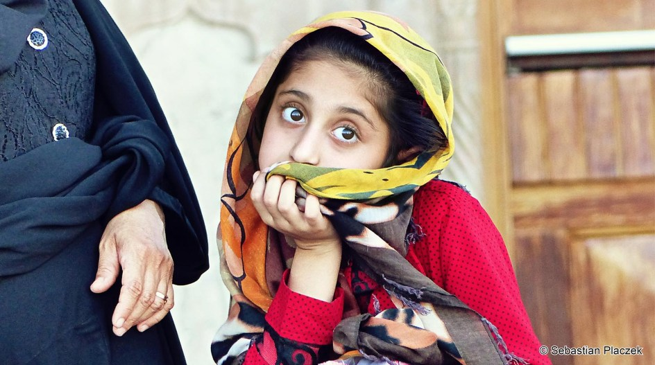 Iran, Isfahan, portret dziewczynki - zdjęcia z podróży