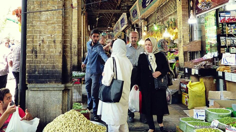 Iran, Teheran, Emamzadeh Saleh - zdjęcie z bazaru