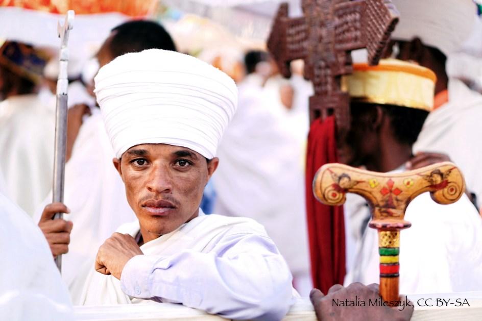 Etiopia, kapłan z repliką Arki Przymierza w Gonder, zdjęcia z podróży, foto