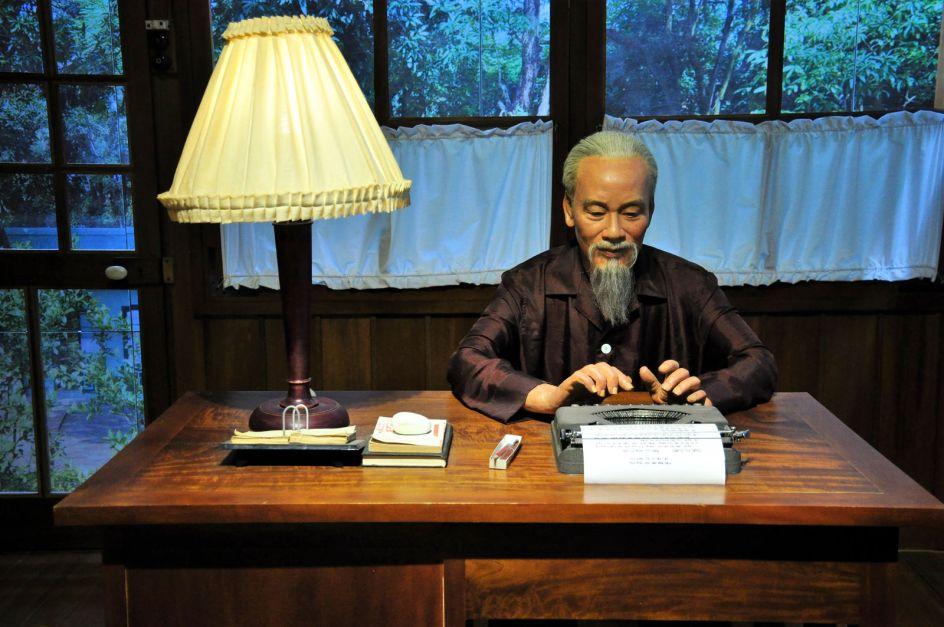Wietnam, Hanoi, muzeum Ho Chi Minha, figura woskowa - foto