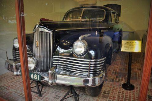 Wietnam, muzeum Ho Chi Minha w Hanoi, Samochody sprezentowane Ho przez Związek Radziecki.