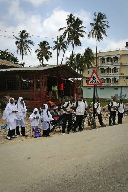 Zanzibar, uczniowie w mundurkach szkolnych - zdjęcia z wyspy Unguja