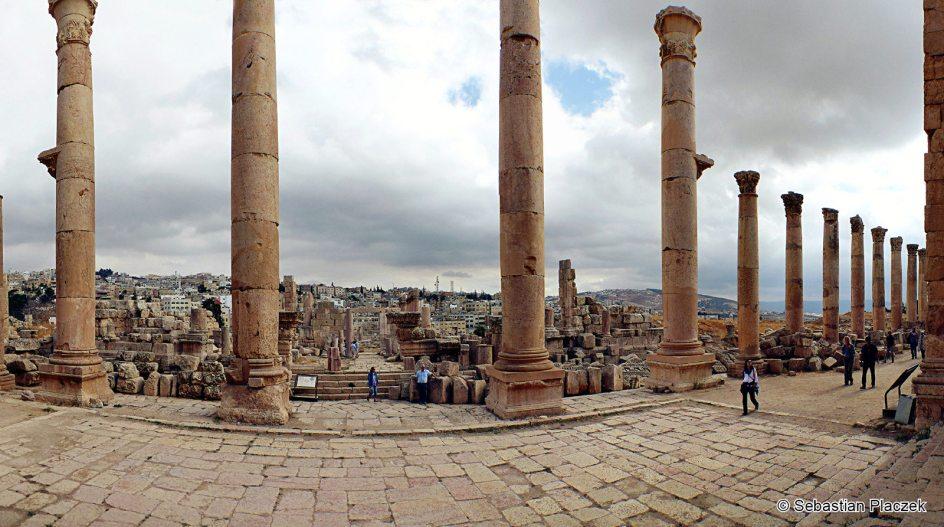Jordania, podróż do Dżarasz - starożytnego rzymskiego miasta