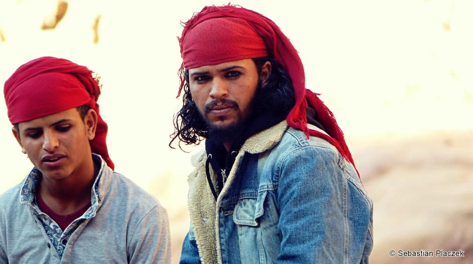 Turystyczna Petra, Piraci z Jordanii