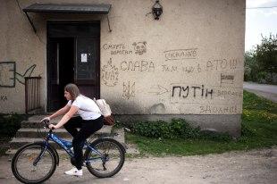 Ukraina, Wołosianki na Zakarpaciu, graffiti - Putin to potwór