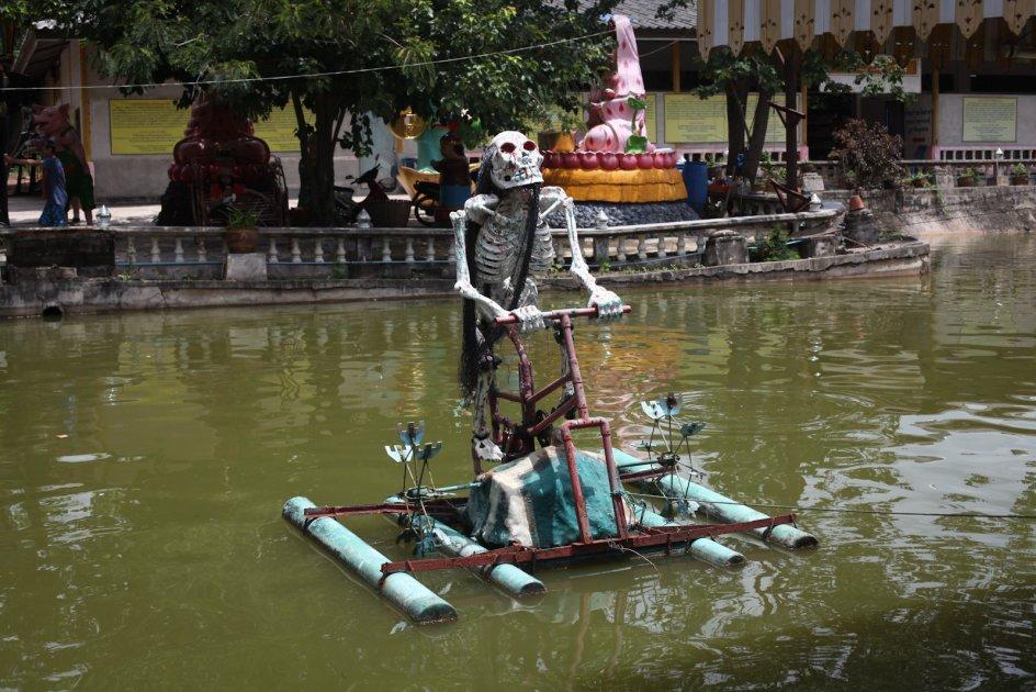 Podróż do Tajlandii, zdjęcia z buddyjskiej świątyni z trupami