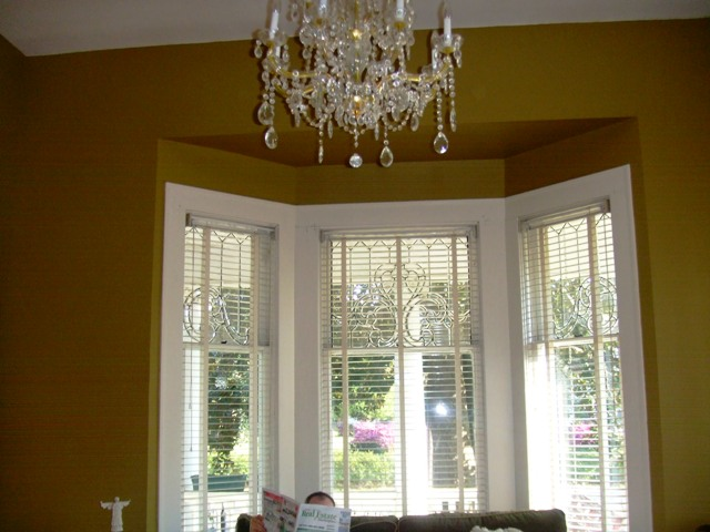 Living room bay, no curtains