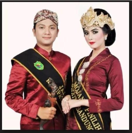 Pakaian Adat Jawa Barat Serta Penjelasan Keunikan Dan Gambarnya Perpustakaan Id
