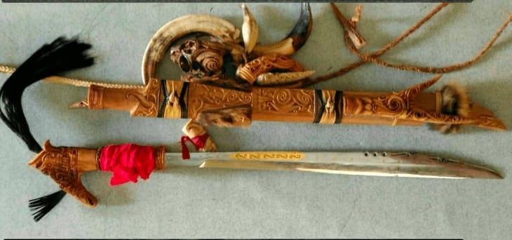 Senjata Tradisional mandau kalimantan tengah