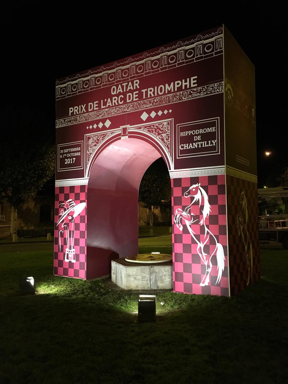 La structure en bois représente le design conçu par notre agence de communication visuelle pour la célèbre course