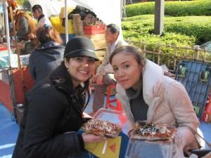 Comiendo okonomiyaki en Asakusa