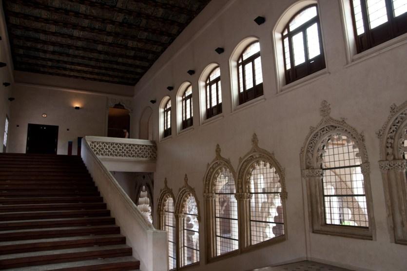 Escalera noble del palacio de los Reyes Católicos de la Aljafería, Zaragoza, España