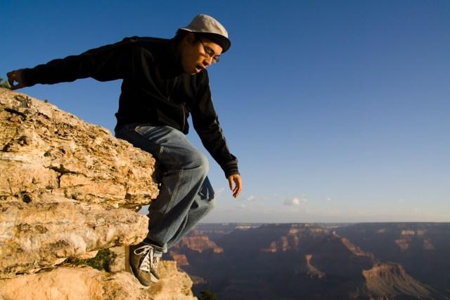 Saltando al precipicio del Gran Cañón