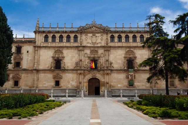 Fachada del Colegio Mayor de San Ildefonso, hoy día rectorado de la Universidad de Alcalá, Alcalá de Henares, España