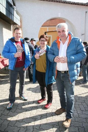 Bürgermeister Reinhard Breitner (rechts) mit Gattin Erika lobte die Veranstaltung, links Martin Franz.