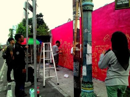 Project awal Mural Tegalgendu oleh Ketjil Bergerak- USER UGM dan Tegalgendu Youngsters