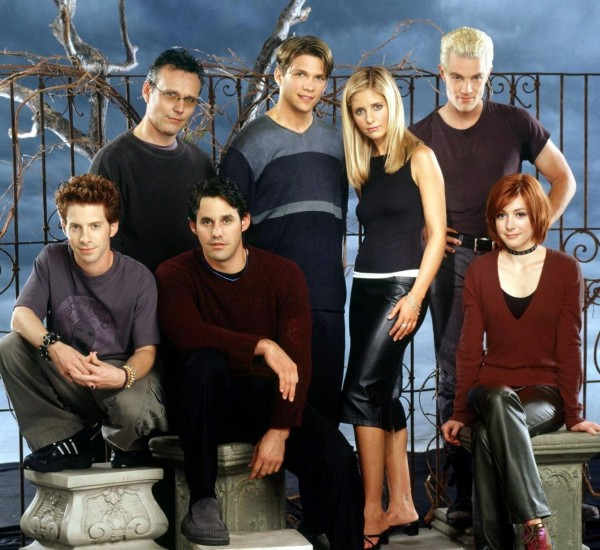 Cast photo for season four of Buffy the Vampire Slayer