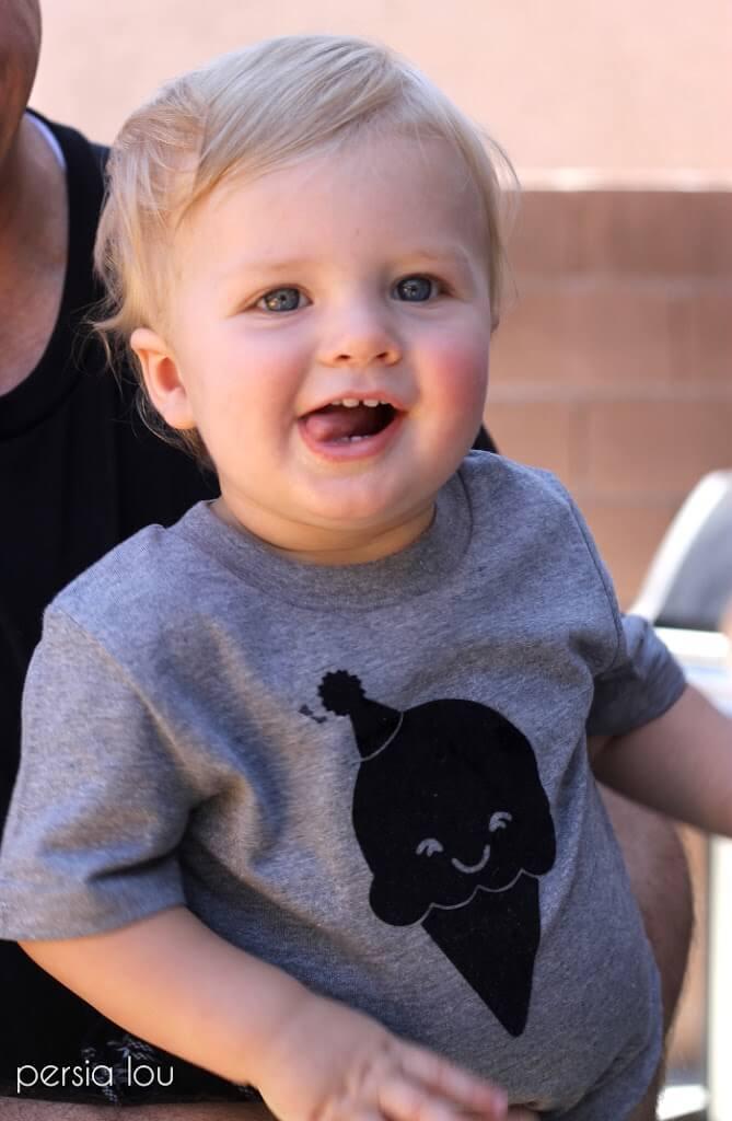 DIY Ice Cream Cone T-shirt - how cute is this kawaii ice cream cone? free silhouette cut file