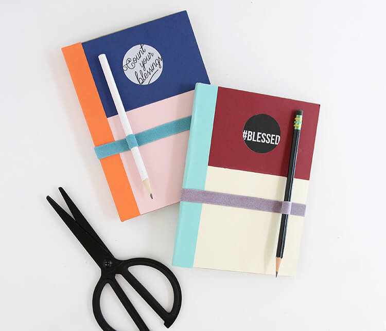 DIY gratitude journal - cute color blocking, free printable label, and instructions for making an elastic band/pen holder