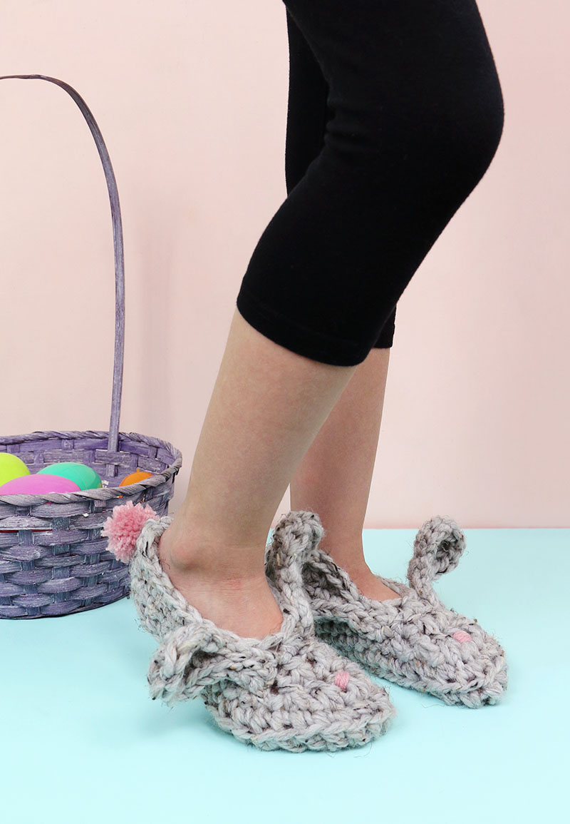 free bunny slippers crochet pattern and video tutorial