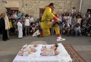 baby-jumping