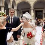 ведуча на весільну церемонію