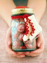 креативне оформлення подарунку з цукерок