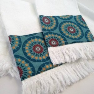 Floral fringe fingertip towels